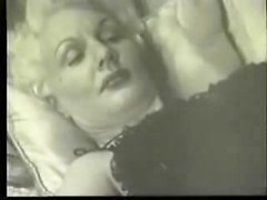 Awesome vintage MILF wants to fuck in old porn film